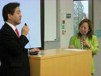 渡辺先生と神末先生のディスカッション風景